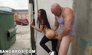 Bangbros - veronica rodriguez acquires screwed in public (bbc14371)