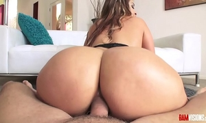 Ms raquel acquires her latin milf wazoo drilled