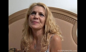Lovely aged white lady lies back and copulates her soaked cum-hole for you