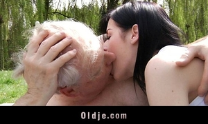 Young dark brown whore bonks with old man in the park