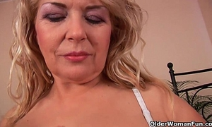 Busty granny elza is toying her fuckable cookie