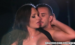 Brazzers - destiny dixson gives cabby a nice tip
