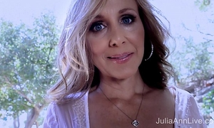 Superstar milf julia ann shows off her fantastic body