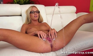 Pretty golden-haired in glasses uses a jelly sex toy on her moist vagina to agonorgasmos