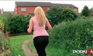 Pornxn large arse chick pissing in public on the street