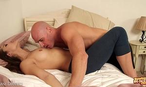 Sexy dani daniels engulf a large dick