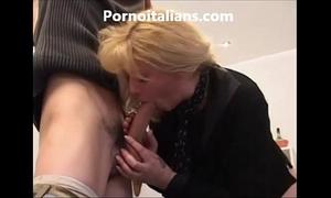Bionda matura moglie bagnata e vogliosa di cazzo - pompino gustoso