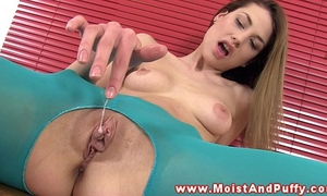 Pussyrubbing honey fingering her soaked hole