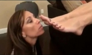 My mommy has a foot fetish