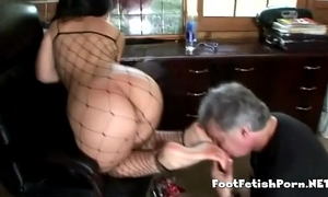 Latin hottie giving her most good footjob