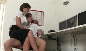Mature wife sonia gives cook jerking