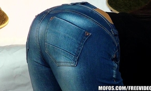 Nothing hotter than a round wazoo in a couple of taut jeans