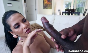 Thick latin chick rose monroe bonks with a bbc