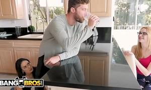 Bangbros - small lalin girl tia cyrus bonks her roommate's boyfriend