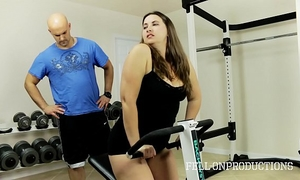 Workout stepmom's sexy soaked twat in gym